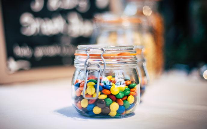 Süßigkeiten als günstige Give-aways verschenken