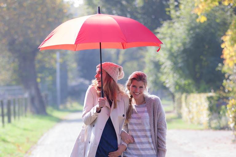Bunte Regenschirme für auffälligen Werbeauftritt